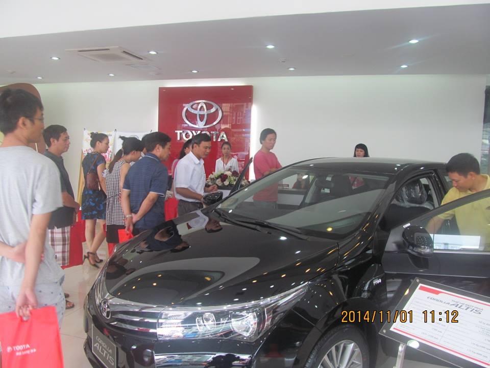 Toyota Corolla Altis 2015 là một trong những sản phẩm bán chạy nhất trong năm 2014.