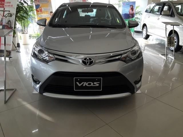 Toyota Vios 2015 - Sản phẩm bán chạy nhất thị trường xe hơi Việt Nam 10 tháng liên tiếp.