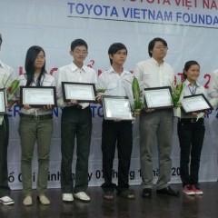 Toyota Việt Nam tặng ô tô và trao học bổng cho sinh viên xuất sắc